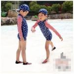 ชุดว่ายน้ำ ลายดาว 3 ชิ้น เสื้อแขนยาว + กางเกงขาสั้น + หมวก 5 ชุด/แพค *ส่งฟรี*