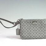 Coach Madison Op Art Needlepoint Small Wristlet # 49793 สี silver/gray