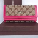 กระเป๋าสตางค์ Gucci มาใหม่  3 พับ 2 ชั้น  ทำจากผ้า งานสวย  ขนาด 4 x 7.5  นิ้ว