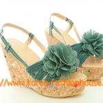 [พร้อมส่ง] รองเท้าส้นตึก ส้นเตารีด ส้นสีเนื้อ ประดับดอกไม้สียีนส์  ไซส์39#