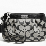 COACH SIGNATURE PLEATED MEDIUM WRISTLET # 47206 สี black whtie