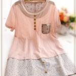 """""""พร้อมส่ง""""เสื้อผ้าแฟชั่นสไตล์ญี่ปุ่นราคาถูก มินิเดรสแขนสั้น แต่งลูกไม้ถักรอบคอ ติดกระดุมหลอก ต่อชายด้วยผ้าสีเทาจุดสี ไม่มีซับใน - สีชมพู"""