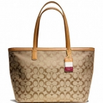 Coach legacy weekend signature c medium zip top tote # 23465 สี Brass/Khaki/Doe