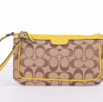 COACH CAMPBELL SIGNATURE LARGE WRISTLET # 51661 สี SKH1C