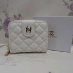 กระเป๋าสตางค์  Chanel   มาใหม่ มีช่องใส่เหรียญ ขนาด 4x5 นิ้ว สีขาว