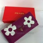 กระเป๋าสตางค์  Prada  ดอกไม้ 2 ดอก  3 พับ ขนาด 4x7.5 นิ้ว  สีม่วง