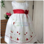 ชุดราตรีเด็กหญิงสีขาวแต่งดอไม้แดง