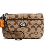 Coach Park Signature Medium Wristlet # 49175 สี Khaki Mahogany สำเนา