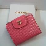 กระเป๋าสตางค์  Chanel มาใหม่ 2 พับ มาใหม่ ขนาด  4x5  นิ้ว มีช่องใส่เหรียญ  สีชมพูอ่อน
