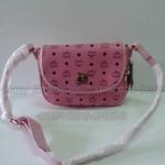 กระเป๋า  MCM สะพายข้าง มาใหม่ ทรงสวยน่ารัก กับซิบคู่รอบปากกระเป๋า เก๋สุดๆ งานอะไหล่ปั๊ม ขนาด 10.5x8.5 นิ้ว น้ำตาล สีชมพูู