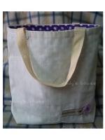 กระเป๋าถือผ้าดิบสีขาวด้านในสีม่วงลายจุด