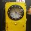 นาฬิกาวินเทจ ตู้โทรศัพท์เหลืองขึ้นสนิม thumbnail 1