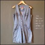 vintage jumpsuit : จั๊มสูทยีนส์ขาสั้น แพทเทิร์นเข้ารูป แต่งกระดุมหน้า มาพร้อมเข็มขัดเข้าชุด