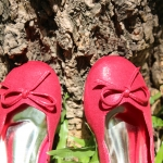 รองเท้าคัทชูสีแดง