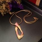 Vintage necklace : สร้อยคอวินเทจ จี้ทรงสเหลี่ยม สีชมพู/ครีม/ทอง *วัดความยาวรอบเส้น*