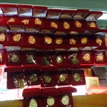 เหรียญฉลุ ด่วนๆๆๆ..ไม่มีรุ่นนี้เสียใจมากนะคะ บอกได้คำเดียวเหลือไม่กี่เหรียญ เป็นที่ทราบกันดี วัดหมดเกลี้ยงค่ะเหรียญฉลุ หลวงปู่ทิม รุ่นครบไตรมาส บรรจุหัวใจ 2557 -เนื้อเงิน บูชา 3,900.- -เนื้อนวะ บูชา 2,000.- -ทองแดง บูชา 950.-