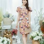 XL777ชุดเดรสผ้า Canvas พื้นส้มลายดอก แต่งปก กระเป๋า ติดโบว์ ผ้าสีขาว เพิ่มความน่ารักให้กับชุด