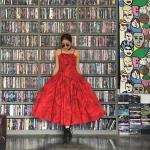 Vintage dress : เดรสวินเทจ งานฮาวาย สีแดงสดพิมพ์ลายดอกชบา แพทเทิร์นเข้ารูป กระโปรงทรงสุ่มบาน ผ้าคอตต้อนเนื้อดี