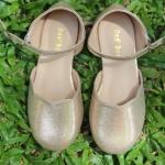รองเท้าผ้าสีทอง มีสายรัดข้อเท้า
