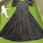 Vintage dress : เดรสวินเทจตัวนี้งานฮังการีนะคะ ลูกเล่นอยู่ที่ด้านหลัง เป็นโบว์เว้านิดๆ แขนพองๆเหมือนตุ๊กตาเนื้อผ้ากำมะหยี่พิมพ์ลายค่อนข้างหนา #งานหายาก #ของจริงสวยมาก