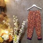 vintage pants : กางเกงเอวสูงลายดอก พื้นสีม่วงลายดอกสีส้ม ผ้าลูกฟูก
