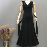Vintage jumpsuit : จั๊มสูทขาบาน คอวีแต่งระบาย มีสายผูกด้านหลังแพทเทิร์นสวย ผ้าโพลีเอสเตอร์เนื้อดีมีความยืดหยุ่นและนิ่ม เหมาะสำหรับสาวไซส์มินิ