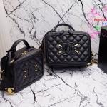 Chanel รุ่น Vanity bag