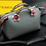 กระเป๋า Fashion นำเข้าเกาหลี แบบเหมือนของ Fendi รุ่น by the way