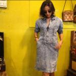 vintage dress : เดรสยีนส์ผ้าฟอกงานปัก ทรงสอบเข้ารูป ซิบหน้า ผ้ายีนส์แท้ไม้ยีืด งานสวยหายาก