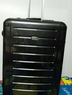 กระเป๋าเดินทางแบรนด์เนม Ricardo รุ่น Roxbury 29 นิ้ว สีดำ ผิวเคฟลาร์