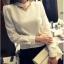 เสื้อทำงาน ผ้าฝ้ายหนา แขนยาว คอเต่า เอว เข้ารูป สีขาว thumbnail 5