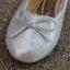 รองเท้าคัทชูสีเงิน