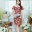 XL775 ชุดเดรสผ้า Canvas พื้นแดงลายดอก แต่งปก กระเป๋า ติดโบว์ ผ้าสีขาว เพิ่มความน่ารักให้กับชุด thumbnail 5