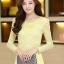 เสื้อลูกไม้สีเหลือง คอกลม แขนยาวเสื้อผ้าซีทรู เนื้อผ้ายืดเข้ารูป thumbnail 1