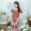 XL775 ชุดเดรสผ้า Canvas พื้นแดงลายดอก แต่งปก กระเป๋า ติดโบว์ ผ้าสีขาว เพิ่มความน่ารักให้กับชุด thumbnail 8