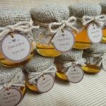 น้ำผึ้งในขวดแก้ว หุ้มผ้ากระสอบ สไตล์ Rustic Wedding