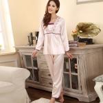 (Pre Order) ชุดนอนผู้หญิงผ้าไหมชุดนอนชุดกางเกงขายาสเสื้อแขนยาวมี 2 สี ขนาด Free Size