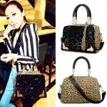 (Pre Order) กระเป๋าผู้หญิง Messenger ลายเสือดาวตกแต่งด้วยเลื่อมออกแบบสไตล์กระเป๋าหนังกระเป๋าถือกระเป๋าสะพาย สินค้ามี สีเดียว