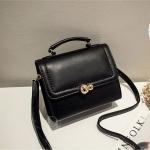 กระเป๋าสะพายข้างสีดำ กระเป๋านำเข้า สวยหวาน ประดับอะไหล่ทอง หนังPUคุณภาพดี ขนาดกระทัดรัด เป็นได้ทั้งกระเป๋าสะพายและถือในใบเดียวกัน