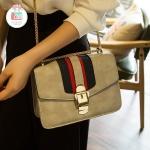 กระเป๋าสะพายข้างสีเทา เรียบหรู ประดับอะไหล่สีทอง หนังPU คุณภาพดีนุ่ม ทรงสวย ขนาดกระทัดรัด