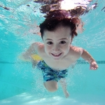 ตอบคำถามที่คุณอาจสงสัย ทำไมควรให้ลูกรักเรียนว่ายน้ำ?