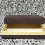 กล่องแบบมีฝาครอบ สีเหลืองน้ำตาล