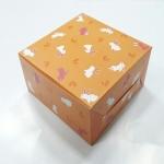 กล่องสแน็ค กล่องอาหารว่าง ลายกระต่ายขาวชมพู (100 ใบ/แพ็ค) กว้าง12.7 x ยาว12.7 x สูง 6.5 ซม.