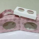กล่องคัพเค้ก 2 ชิ้น มีหูหิ้ว ลายหมีชมพู แบบมีหน้าต่าง พร้อมฐานรองคัพเค้ก