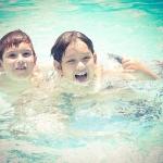 เลือกชุดว่ายน้ำอย่างไรให้เหมาะกับลูก