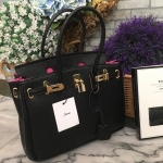กระเป๋าถือสีดำ จากแบรนด์Berke กระเป๋าทรงสุดฮิต ใบใหญ่จุของคุ้ม ตัวกระเป๋าหนังPU ดูแลรักษาง่าย น้ำหนักเบา ตัวกระเป๋าปรับได้2ทรง