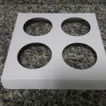 ฐานใส่คัพเค้กขนาด 4 ช่อง เส้นผ่านศูนย์กลาง 5.5 ซม.(ใช้กับถ้วยคัพเค้กขนาดมาตรฐาน 5 ซม.) ขนาด 16.3 X 16.3 ซม.