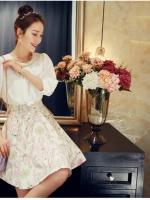 ชุดเดรสสวยๆ ตัวเสื้อผ้าชีฟองเนื้อดี สีขาว แขนยาวสามส่วน
