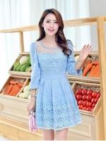 ชุดเดรส ผ้าไหมแก้ว organza สีฟ้า ปักด้วยด้ายลายดอกไม้ สวยมากๆ ครับ