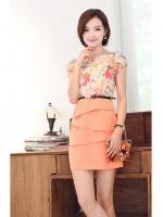 ชุดเดรสสั้น ผ้าชีฟอง ตัวเสื้อลายดอกไม้ สีส้ม กระโปรงด้านหน้าดีไซน์เย็บซ้อนกัน มาพร้อมเข็มขัด